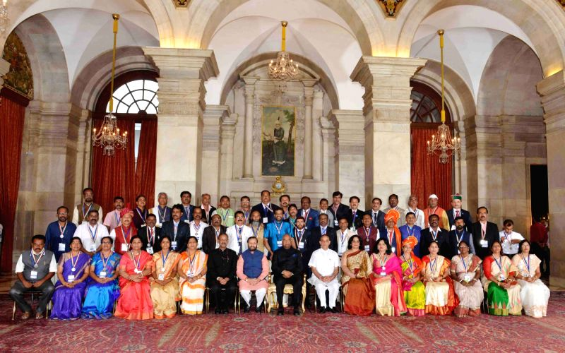 President Kovind with awardee teachers - Prakash Javadekar, Nath Kovind and Satya Pal Singh