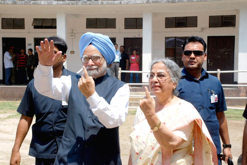Prime Minister Manmohan Singh and his wife Gursharan Kaur show their fore fingers marked with phosphorous ink after casting their votes at a  polling booth during the sixth phase of 2014 Lok Sabha ... - Gursharan Kaur
