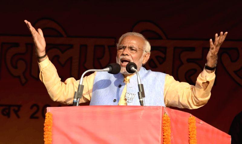 Prime Minister Narendra Modi addresses a rally in Darbhanga of Bihar on Nov 2, 2015. - Narendra Modi