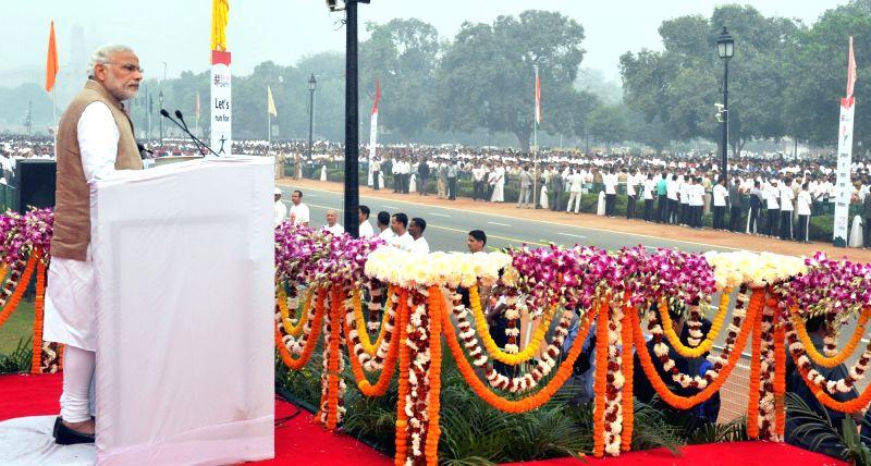 Prime Minister Narendra Modi addressing the gathering, ahead of the Run for Unity on Rashtriya Ekta Diwas, at Rajpath, in New Delhi on October 31, 2015.. - Narendra Modi