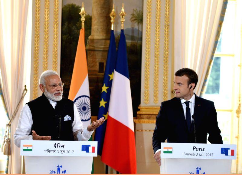 Prime Minister Narendra Modi and French President Emmanuel Macron at the joint press meet, in Paris on June 3, 2017. - Narendra Modi