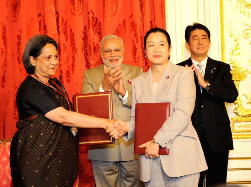 Prime Minister Narendra Modi and his Japanese counterpart Shinzo Abe witness signing of agreements at Akasaka Palace, in Tokyo, Japan on September 01, 2014. - Narendra Modi