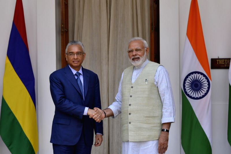 Prime Minister Narendra Modi and Mauritian Prime Minister Pravind Kumar Jugnauth during a meeting at Hyderabad House, in New Delhi on May 27, 2017. - Narendra Modi and Pravind Kumar Jugnauth