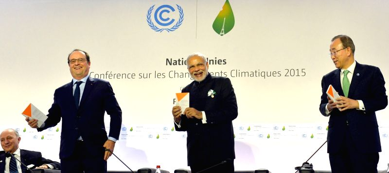 Prime Minister Narendra Modi and the President of France Francois Hollande at launch of the International Solar Alliance, during the COP21 Summit, in Paris, France on Nov 30, 2015. - Narendra Modi