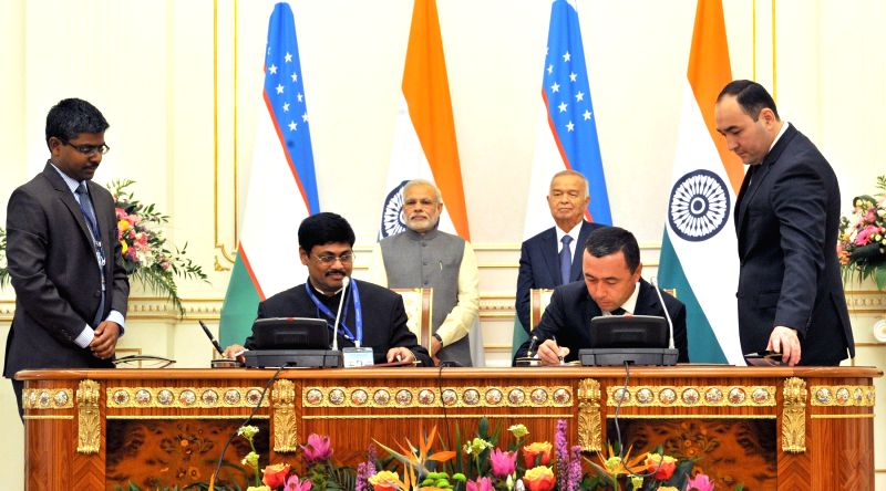 Prime Minister Narendra Modi and the Uzbekistan President Islam Karimov witness the signing of agreements, at Kuksaroy Complex, in Tashkent, Uzbekistan on July 6, 2015. - Narendra Modi