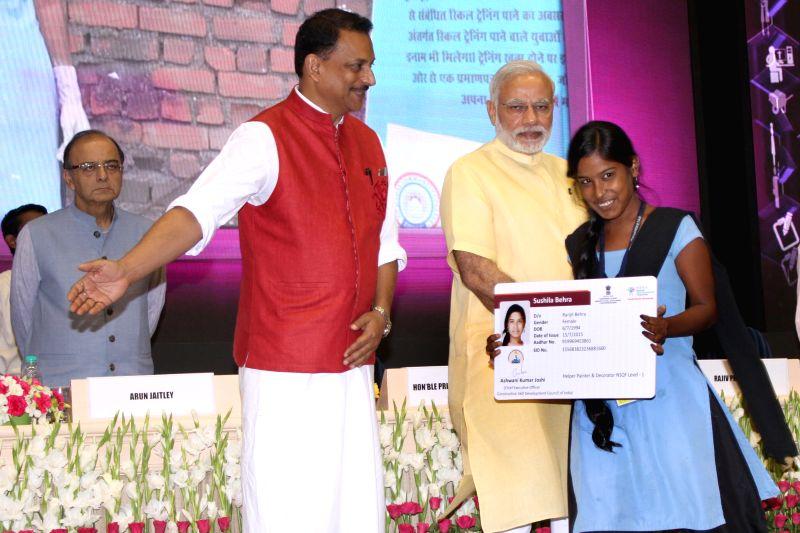 Prime Minister Narendra Modi award the certificates to successful trainees under Pradhan Mantri Kaushal Vikas Yojna (PMKVY), on the occasion of the World Youth Skills Day, in New Delhi on ... - Narendra Modi and Arun Jaitley