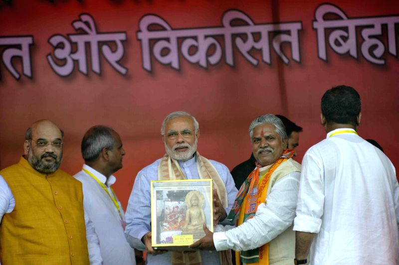 Prime Minister Narendra Modi being felicitated during a BJP rally in Gaya of Bihar on Aug 9, 2015. Also seen BJP chief Amit Shah. - Narendra Modi and Amit Shah