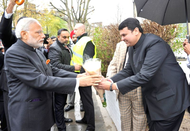 Prime Minister Narendra Modi being received by the Chief Minister of Maharashtra Devendra Fadnavis at Dr. Bhimrao Ramji Ambedkar Memorial, in London on Nov 14, 2015. - Narendra Modi