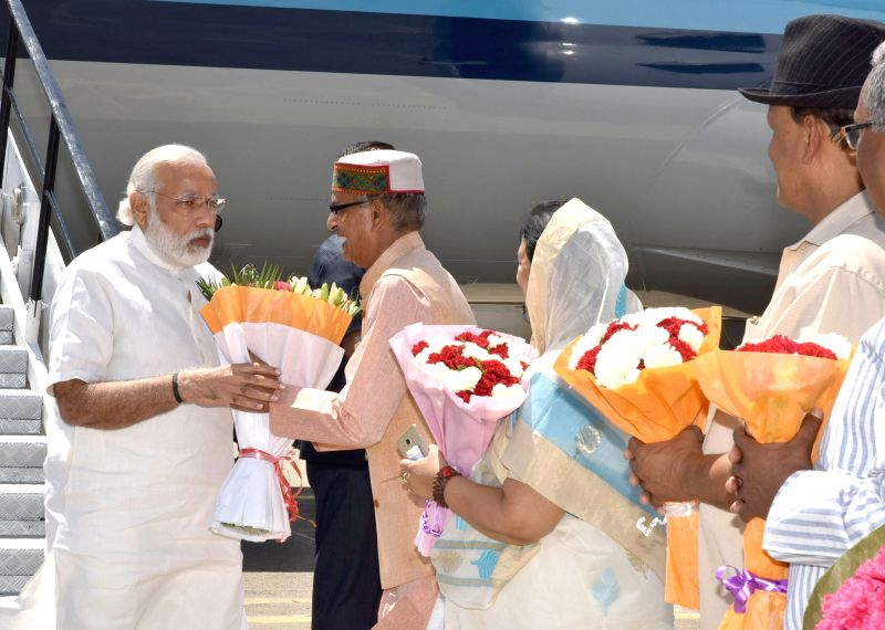 Prime Minister Narendra Modi being received by the Chief Minister of Madhya Pradesh Shivraj Singh Chouhan, on his arrival at Indore Airport on May 14, 2016. - Narendra Modi