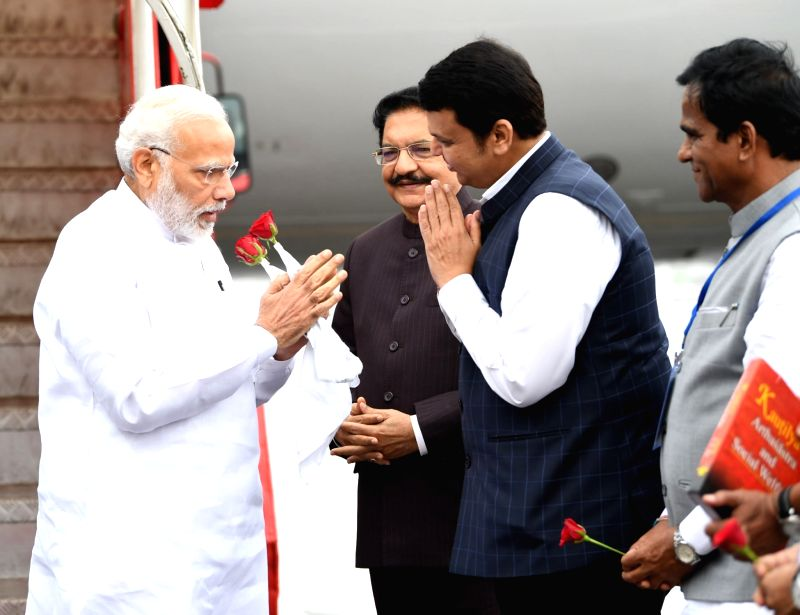 Prime Minister Narendra Modi being welcomed by the Governor of Maharashtra C. Vidyasagar Rao and the Chief Minister of Maharashtra Devendra Fadnavis, on his arrival, in Mumbai on August 11, ... - Narendra Modi and C. Vidyasagar Rao