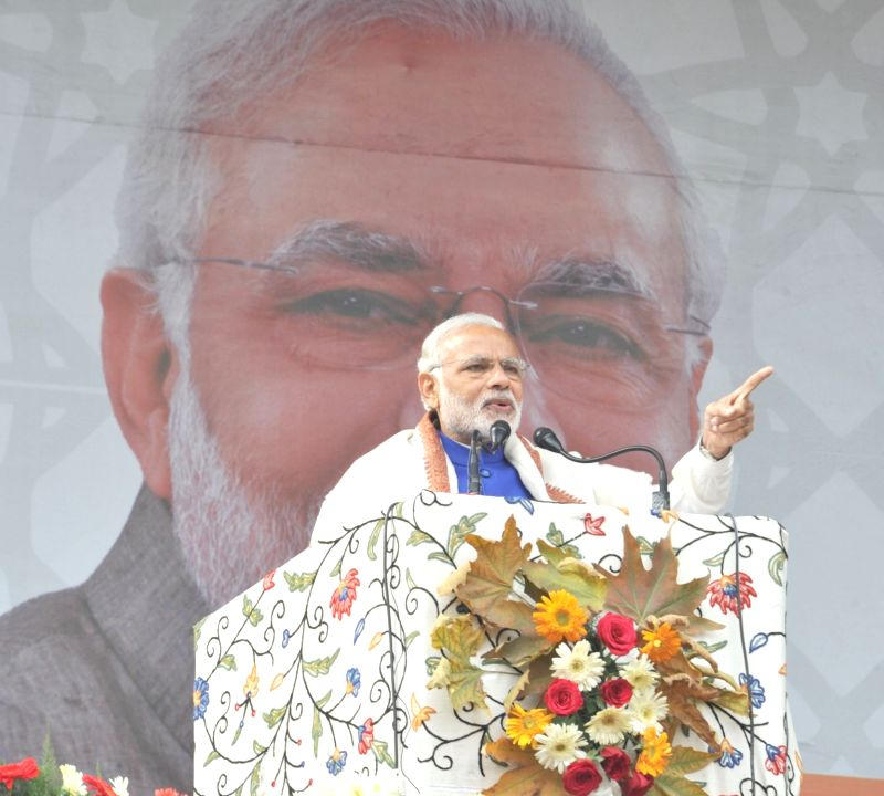 : Prime Minister Narendra Modi delivers his address at the public meeting at Sher-e-Kashmir cricket stadium, in Srinagar on November 07, 2015. (Photo: IANS/PIB). - Narendra Modi