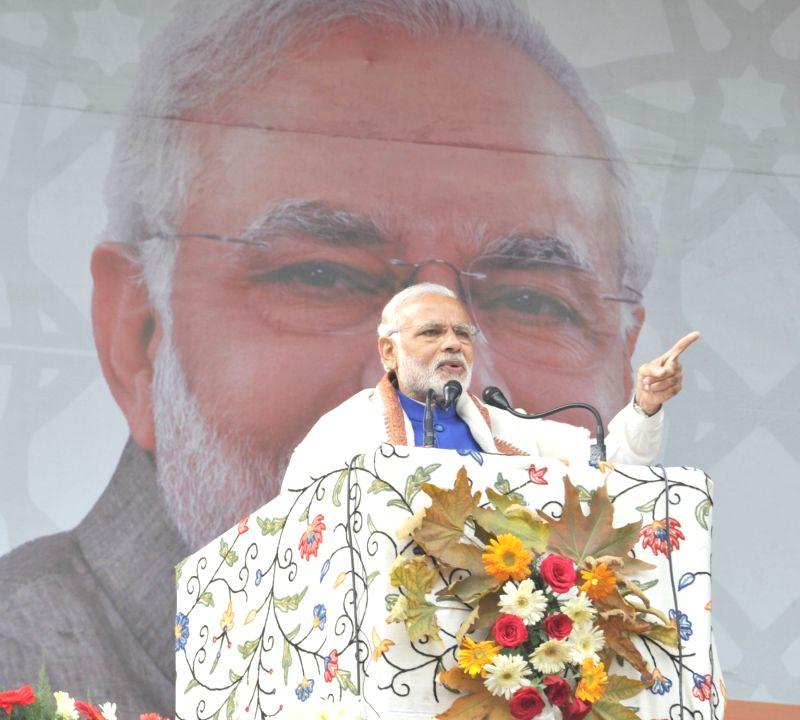:Prime Minister Narendra Modi delivers his address at the public meeting at Sher-e-Kashmir cricket stadium, in Srinagar on November 07, 2015. (Photo: IANS/PIB). - Narendra Modi