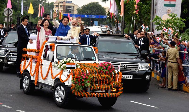 India Cultural Road Show - PM Modi with Shinzo Abe - Narendra Modi