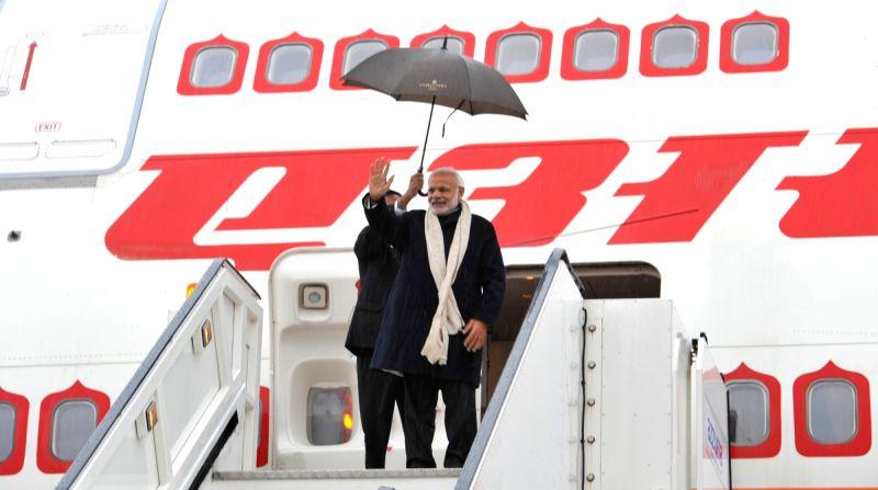 Prime Minister Narendra Modi emplanes for G20 Turkey 2015 after his three day visit to the UK on Nov 14, 2015. - Narendra Modi