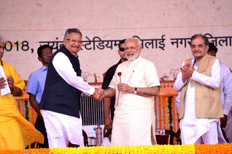 Prime Minister Narendra Modi inaugurates the air services between Jagdalpur and Raipur, at a function in Bhilai, Raipur, on June 14, 2018. Also seen Union Steel Minister  Chaudhary Birender ... - Narendra Modi, Chaudhary Birender Singh, Raman Singh and Manoj Sinha