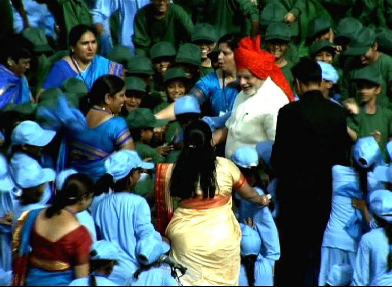 Prime Minister Narendra Modi interacts with children after addressing the nation on the occasion of 68th Independence Day from the ramparts of Red Fort, in Delhi on August 15, 2014. - Narendra Modi