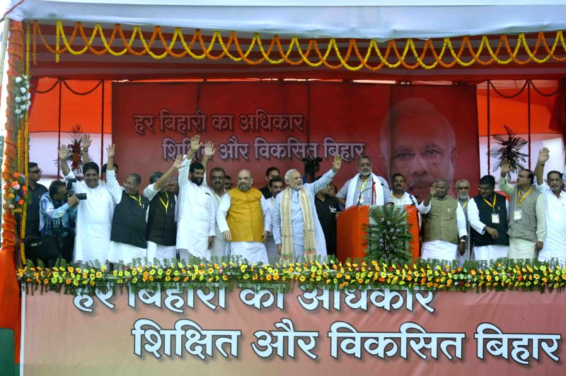 Prime Minister Narendra Modi, LJP chief and Union Minister for Consumer Affairs, Food and Public Distribution Ramvilas Paswan, Union MoS MSME Giriraj Singh BJP chief Amit Shah, during a BJP ... - Narendra Modi, Giriraj Singh B and Amit Shah
