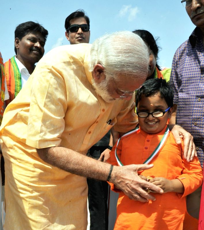 Prime Minister Narendra Modi meets 12-year old Divyang boy Sabari Venkat, at Coimbatore Airport, Tamil Nadu on May 6, 2016. - Narendra Modi