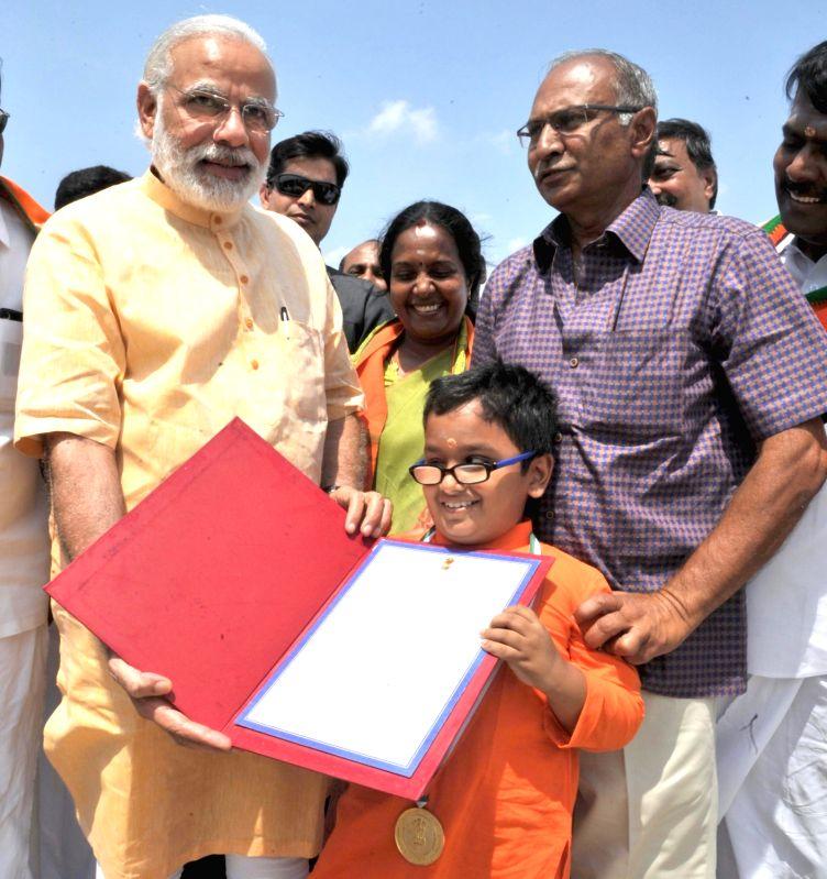 Prime Minister Narendra Modi meets 12-year old Divyang boy Sabari Venkat, at Coimbatore Airport, Tamil Nadu on May 6, 2016. - Narendra Modi