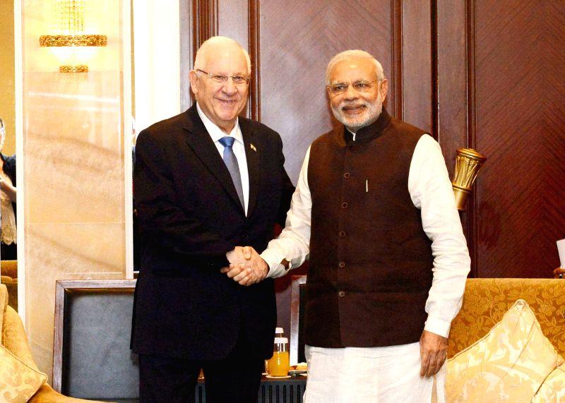 Prime Minister Narendra Modi meets President of Israel Reuven Rivlin, in Singapore on March 29, 2015. (Photo : IANS/PIB) - Narendra Modi