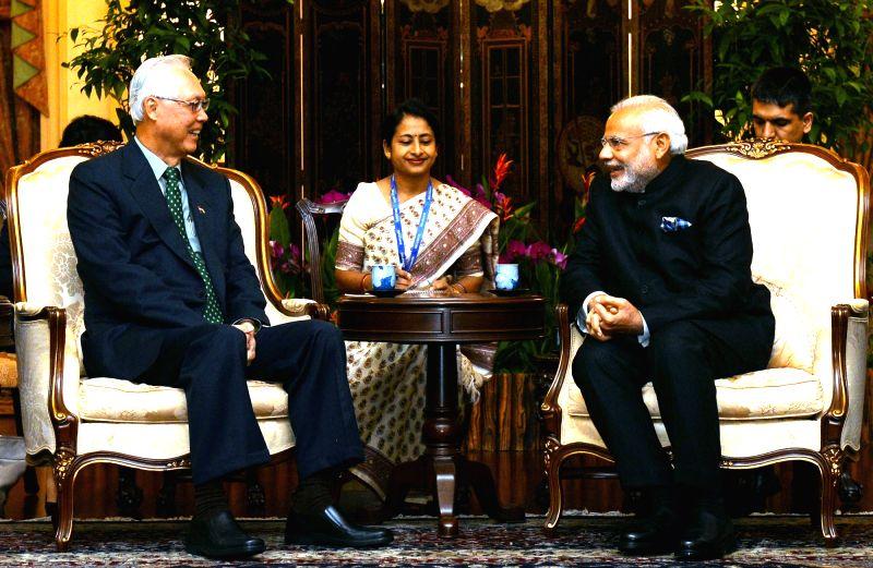 Prime Minister Narendra Modi meets the Emeritus Senior Minister of Singapore Goh Chok Tong, in Istana, Singapore on Nov 24, 2015. - Narendra Modi