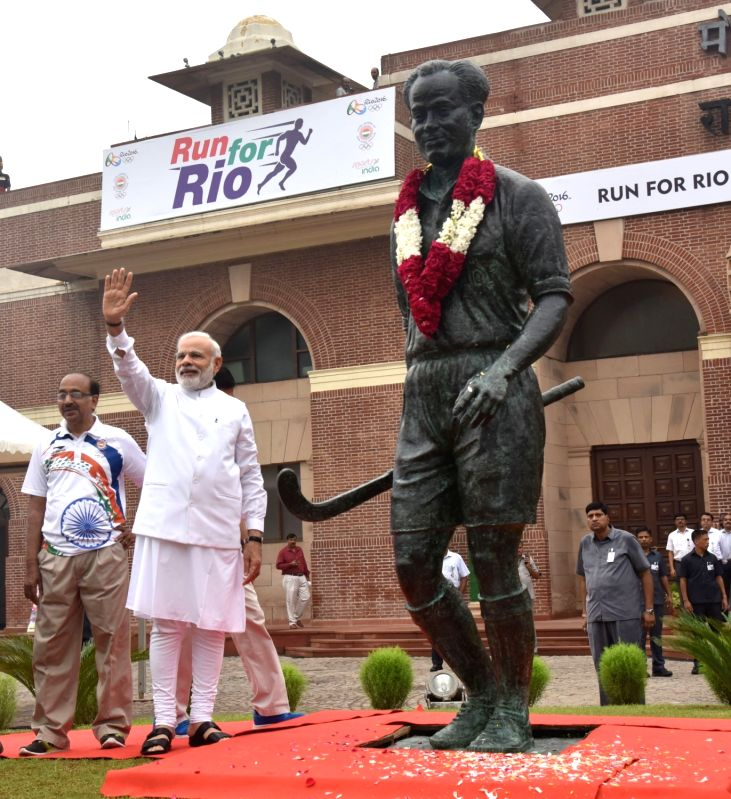 """Prime Minister Narendra Modi paying tributes to Major Dhyan Chand, at the flagging off ceremony of """"Run For Rio"""", at Major Dhyan Chand National Stadium, in New Delhi on July 31, ... - Narendra Modi"""