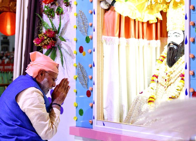 PM Modi pays tributes to Guru Ravidas