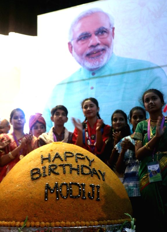 Bindeshwar Pathak celebrates PM Modi's birth day - Narendra Modi