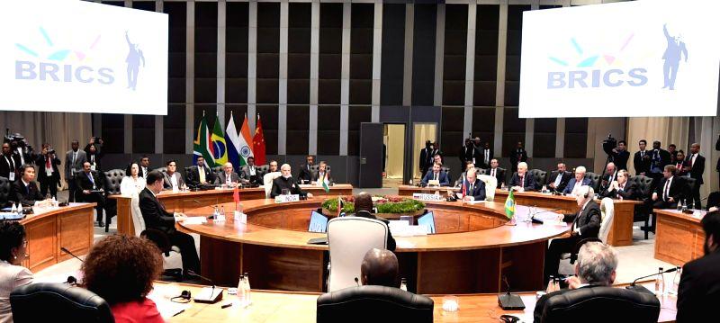 Prime Minister Narendra Modi, South African President Cyril Ramaphosa, Chinese President Xi Jinping, Brazilian President Michel Temer and Russian President Vladimir Putin during the ... - Narendra Modi