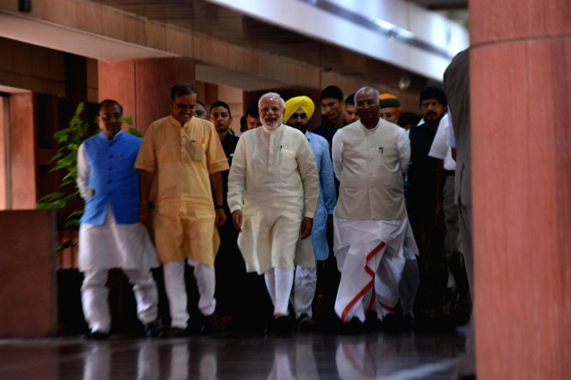 Prime Minister Narendra Modi, Union Ministers and BJP leaders Vijay Goel and Ananth Kumar and Congress leader Mallikarjun Kharge arrive to attend an all-party meeting ahead of monsoon ... - Narendra Modi and Ananth Kumar