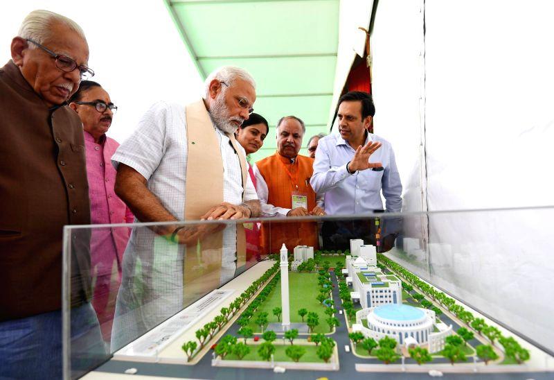 Prime Minister Narendra Modi, Uttar Pradesh Governor Ram Naik, Union Minister Anupriya Patel and state BJP president Mahendra Nath Pandey at a programme where Modi inaugurated Bansagar ... - Narendra Modi, Anupriya Patel and Mahendra Nath Pandey