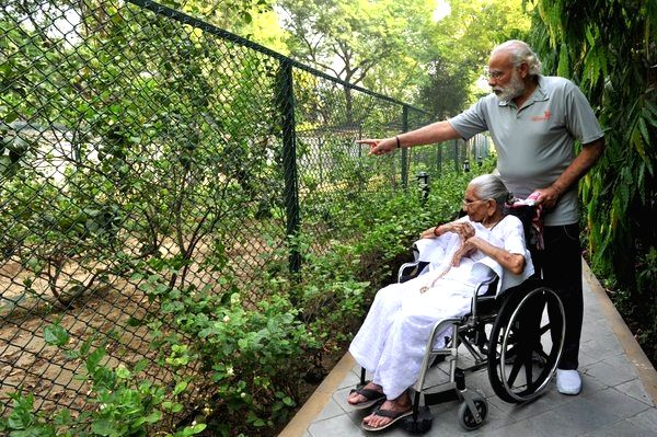 Prime Minister Narendra Modi with his mother Heeraben Modi who visited his official residence in New Delhi, on May 15, 2016. - Narendra Modi and Heeraben Modi