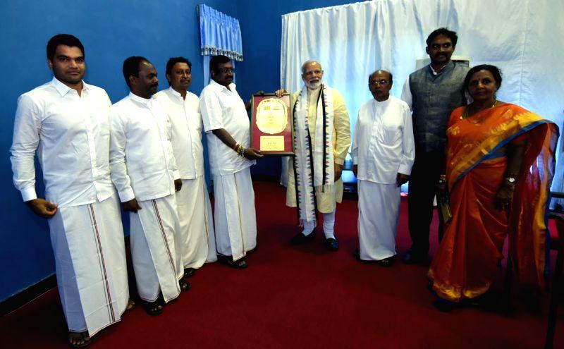 Prime Minister Narendra Modi with representative of Ceylon Workers Congress at Dickoya in Sri Lanka on May 12, 2017. - Narendra Modi