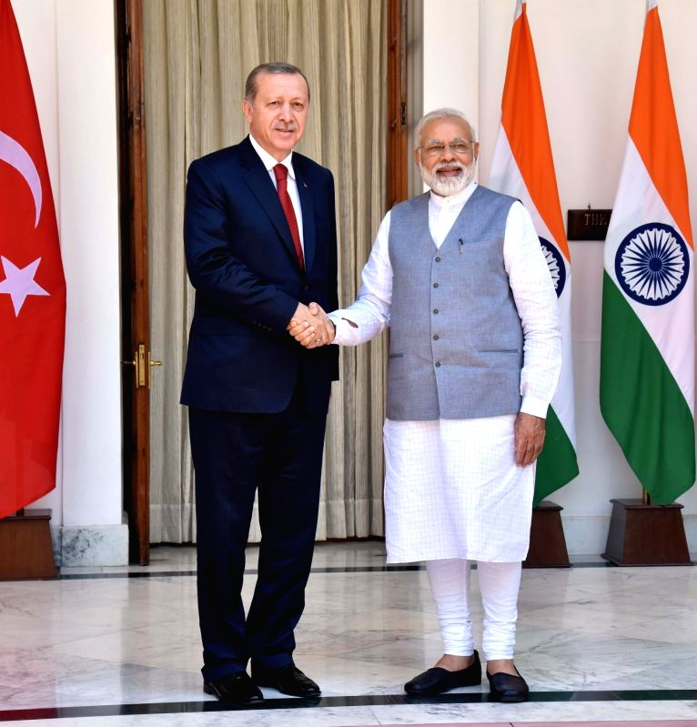 Prime Minister Narendra Modi with Turkey President Recep Tayyip Erdogan at Hyderabad House, in New Delhi on May 1, 2017. - Narendra Modi