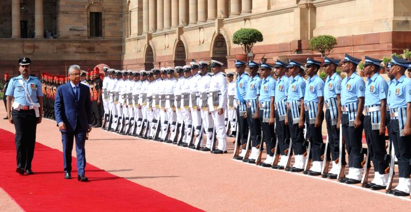 Prime Minister of the Republic of Mauritius Pravind Kumar Jugnauth inspecting the Guard of Honour, at the Ceremonial Reception, at Rashtrapati Bhavan, in New Delhi on May 27, 2017. - Pravind Kumar Jugnauth