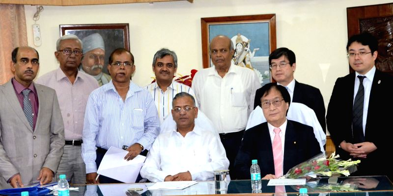 Prof. HB Srivastav of Banaras Hindu University and Prof. Akira Deguchi of Shimane University sign a MoU in Varanasi, on Aug 7, 2015.