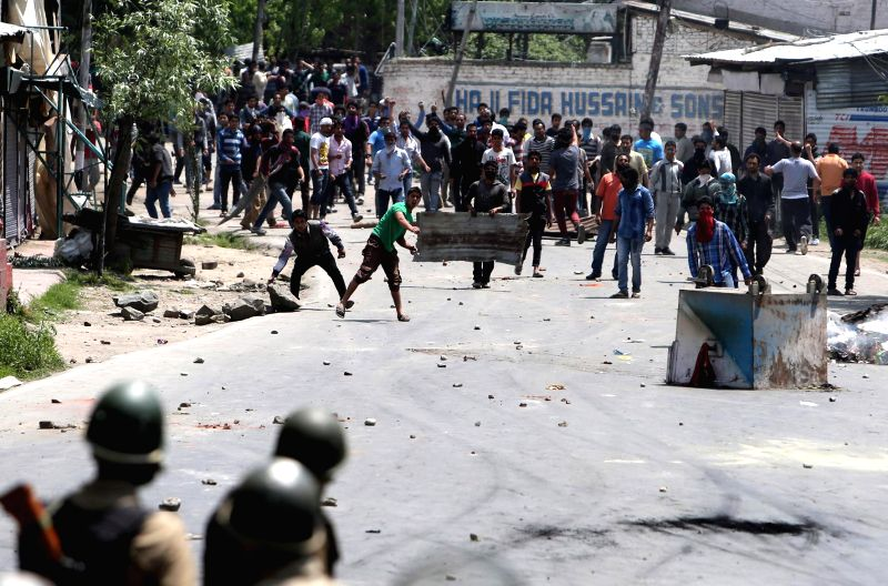 Protesters clash with police after a Lakes and Waterways Development Authority (LAWDA) officials went to demolish illegal structures in Saida Kadal Nigeen lake area of Srinagar on May 10, 2014.