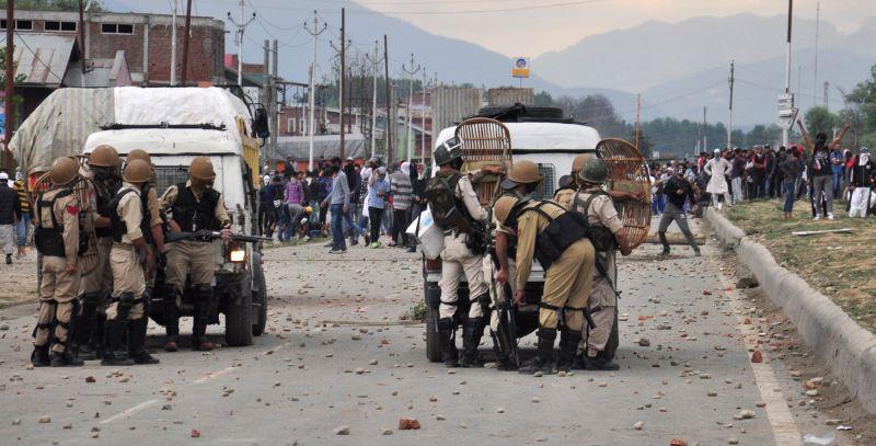 Protesters pelt stones on security personnel on Srinagar-Baramulla highway in Srinagar on June 22, 2018.