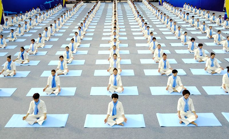 PU'Yoga fans perform ahead of the 2017 national yoga contest in Pu'an County, southwest China's Guizhou Province, May 14, 2017.