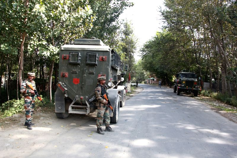 Pulwama: Security personnel during search operations in Jammu and Kashmir's Pulwama district, on Sept 22, 2018. Security forces cordoned off Alaipura, Achan, Hajdarpora, Batnur, Lassipora and other villages and began a door-to-door combing exercise.