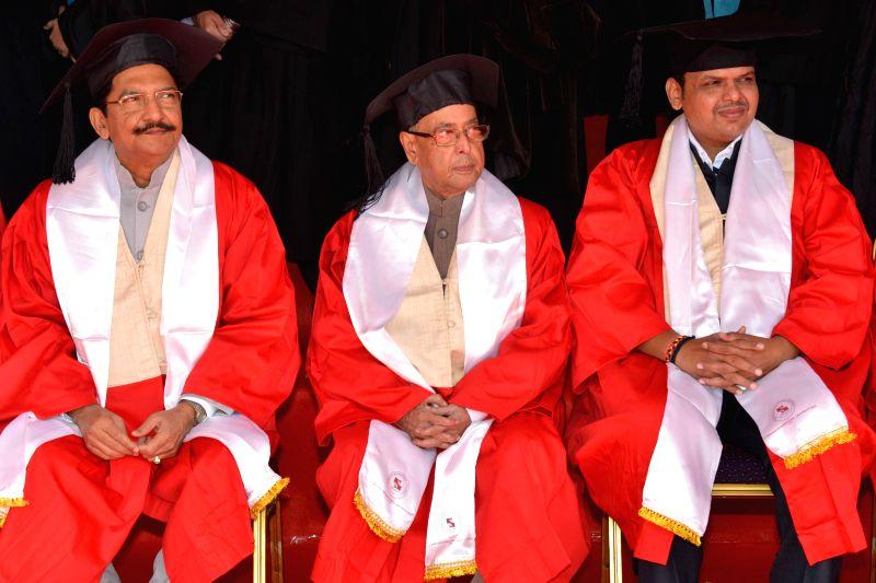 President Pranab Mukherjee with Maharashtra Governor Chennamaneni Vidyasagar Rao and Maharashtra Chief Minister Devendra Fadnavis during the 11th Convocation of Symbiosis International ... - Devendra Fadnavis, Pranab Mukherjee and Chennamaneni Vidyasagar Rao