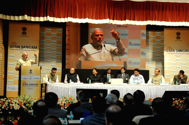 Prime Minister Narendra Modi addresses at the two-day bankers retreat `Gyan Sangam`, in Pune on Jan. 3, 2015. Also seen Union Minister for Finance, Corporate Affairs, and Information and ... - Narendra Modi and Arun Jaitley