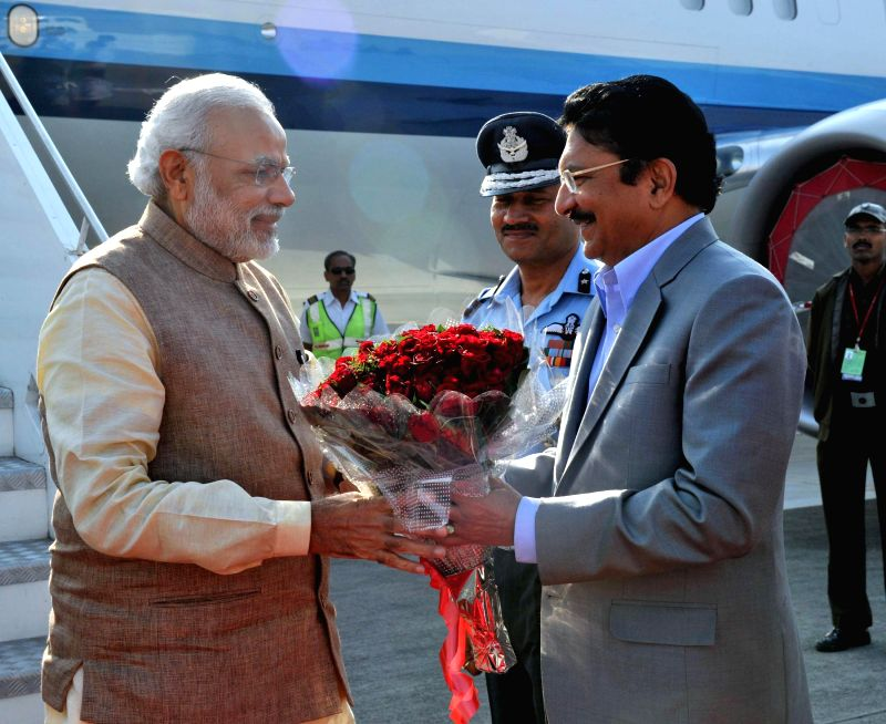 Prime Minister Narendra Modi being received by Maharashtra Governor C. Vidyasagar Rao on his arrival, at Pune on Feb 14, 2015. - Narendra Modi and C. Vidyasagar Rao