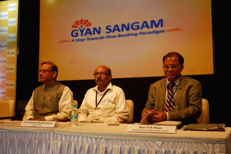 RBI Deputy Governor H R Khan and others during `Gyan Sangam` - two-day long bankers retreat organised at National Institute of Bank Management, in Pune on Jan 2, 2015. - H R Khan