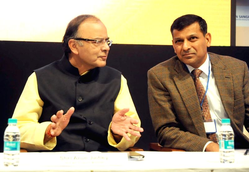 Union Minister for Finance, Corporate Affairs, and Information and Broadcasting Arun Jaitley with RBI Governor Raghuram Rajan at the two-day bankers retreat `Gyan Sangam`, in Pune on Jan. 3, ...