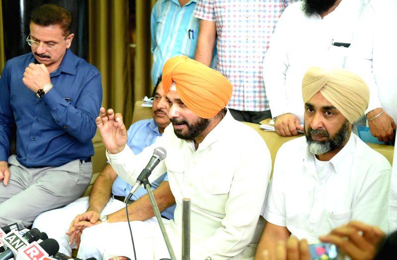 Manpreet Badal, Navjot Singh Sidhu - press conference - Manpreet Badal and Navjot Singh Sidhu