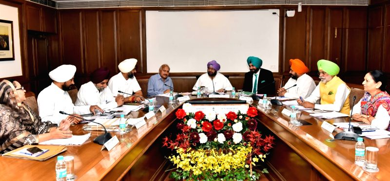 Punjab Chief Minister Captain Amarinder Singh presides over a cabinet meeting in Chandigarh on April 19, 2017. Also seen Punjab Minister Navjot Singh Sidhu. - Captain Amarinder Singh and Navjot Singh Sidhu