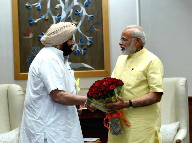 Punjab Chief Minister Captain Amarinder Singh calls on Prime Minister Narendra Modi in New Delhi on April 20, 2017. - Captain Amarinder Singh and Narendra Modi