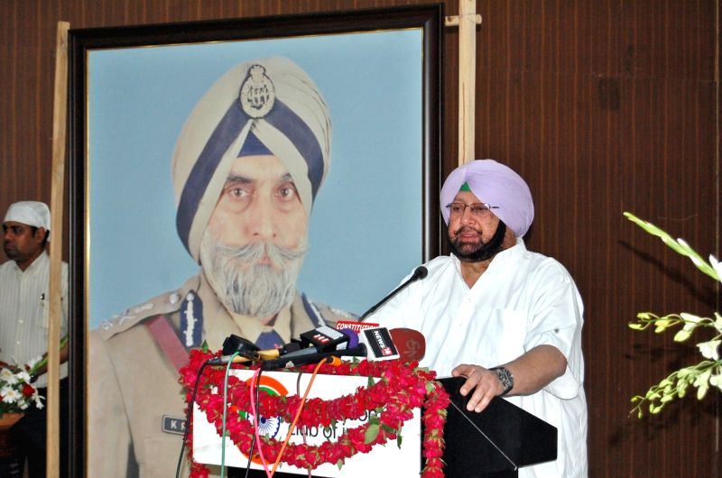 Punjab Chief Minister Captain Amarinder Singh addresses during a programme organised to pay tribute to Punjab DGP KPS Gill at Constitution Club in New Delhi on June 3, 2017. - Captain Amarinder Singh