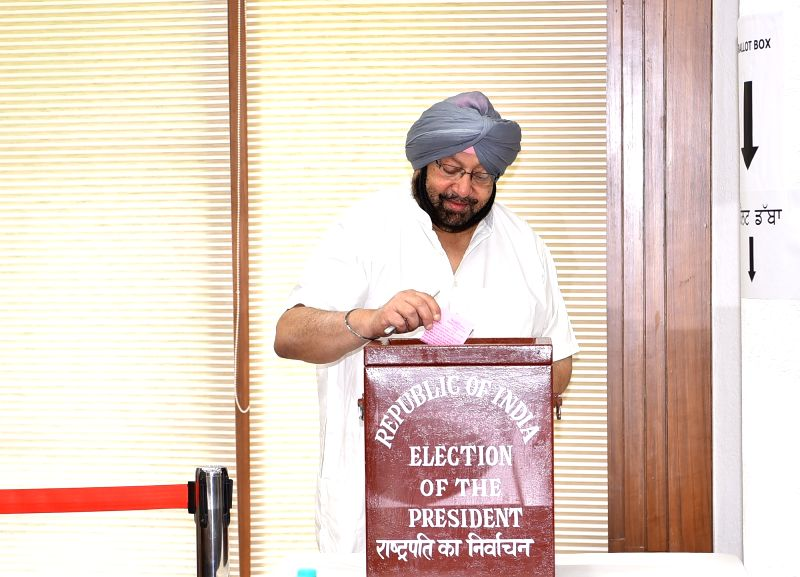 Punjab Chief Minister Captain Amarinder Singh casts his vote during presidential polls at the state assembly in Chandigarh on July 17, 2017. - Captain Amarinder Singh